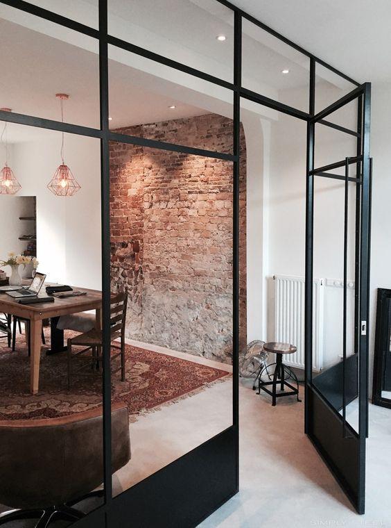 grijze betonlook gietvloer moderne woning
